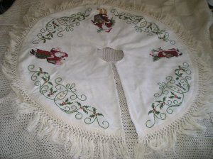 """Heirloom Tree Skirt"" Finished"